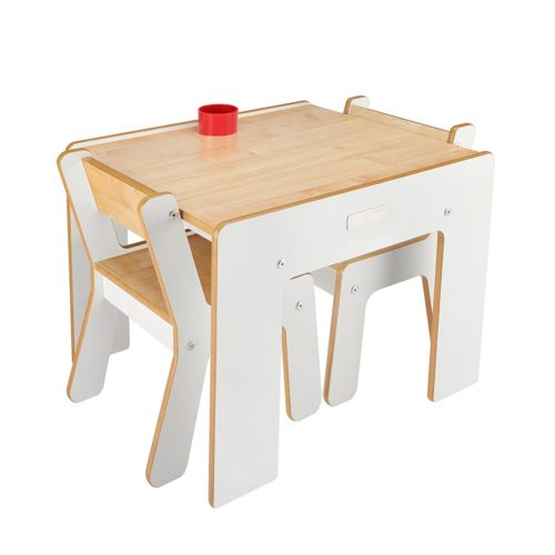 Conjunto de mesa y dos sillas infantiles de diseño color blanco y madera natural de Little Helper